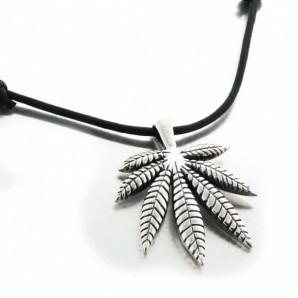 collier cannabis